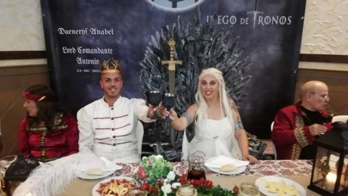 Frase De Matrimonio Juego De Tronos.Una Pareja Andaluza Celebra Su Boda Al Estilo Juego De Tronos