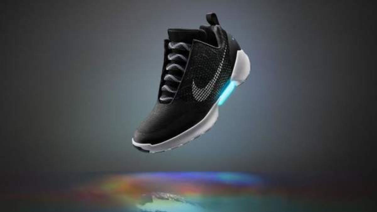 entrada Tomar represalias nuez  Nike saca por fin las zapatillas que se atan solas, como en 'Regreso al  futuro II'