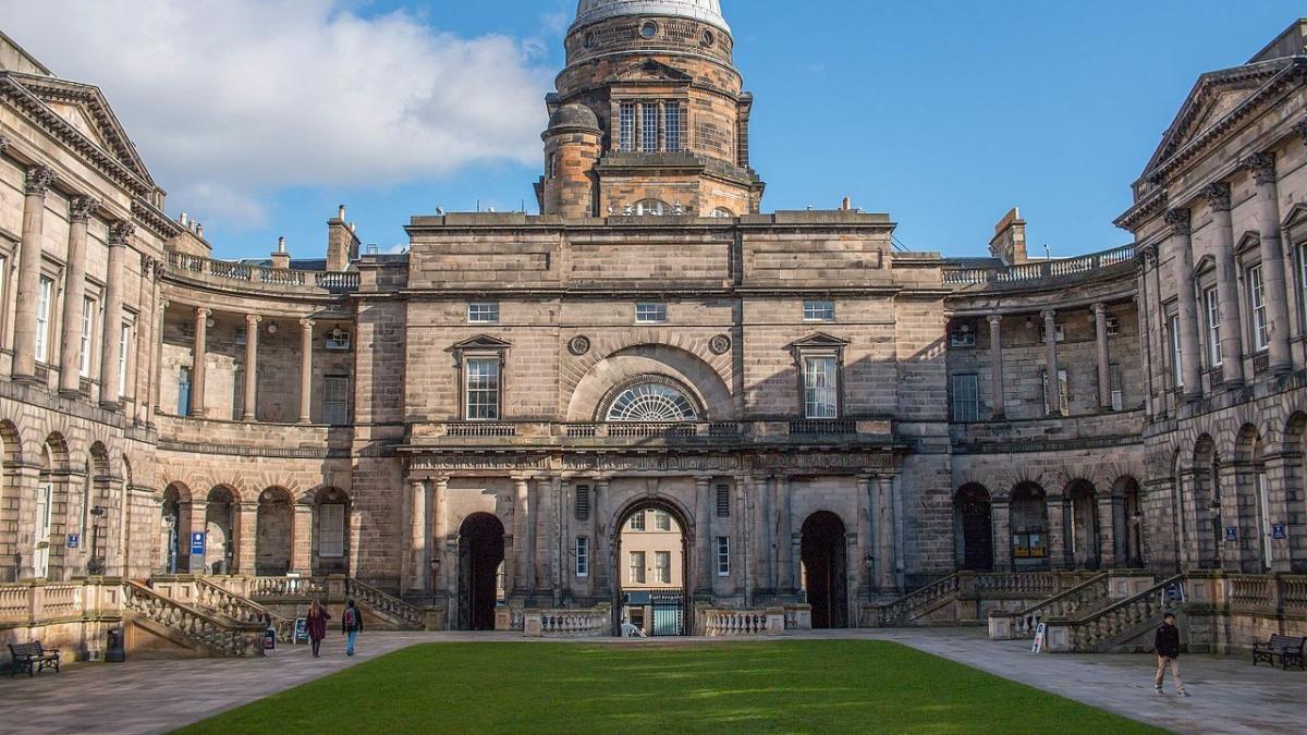 Críticas a la Universidad de Edimburgo por una charla contra el racismo  donde los blancos tienen prohibido intervenir