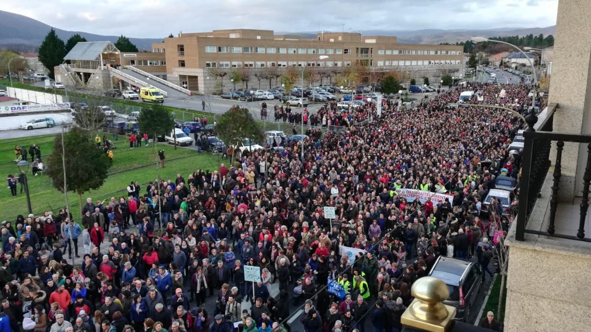Miles de personas salen a la calle en Verín para denunciar el ...