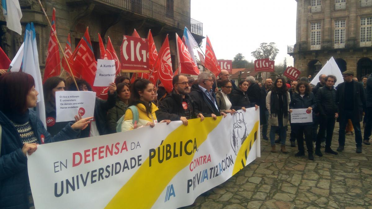Cientos de personas claman en todos los campus gallegos contra el ...
