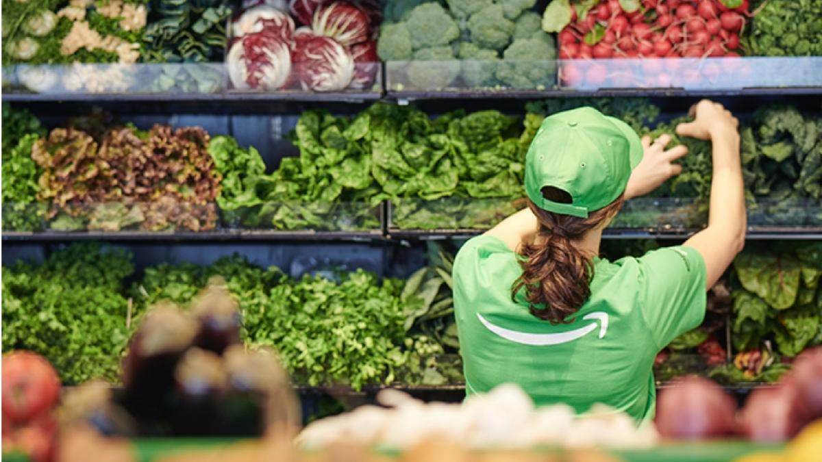 Amazon Go Grocery,: la primera tienda de alimentos frescos sin personal de  caja