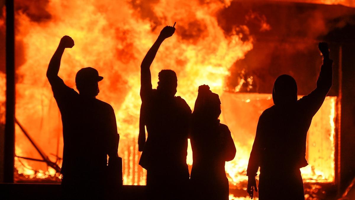 Estados Unidos, en llamas por las protestas por la muerte de George Floyd:  un fallecido y al menos dos heridos