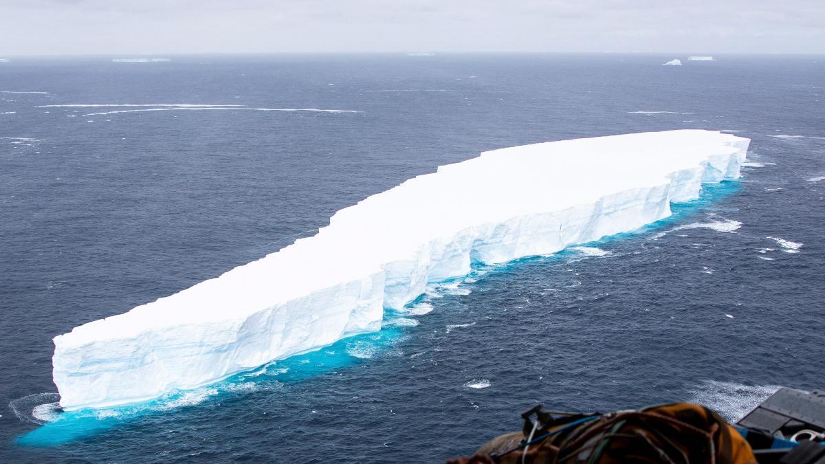El iceberg gigante A-68A pierde más pedazos mientras sigue su azaroso viaje
