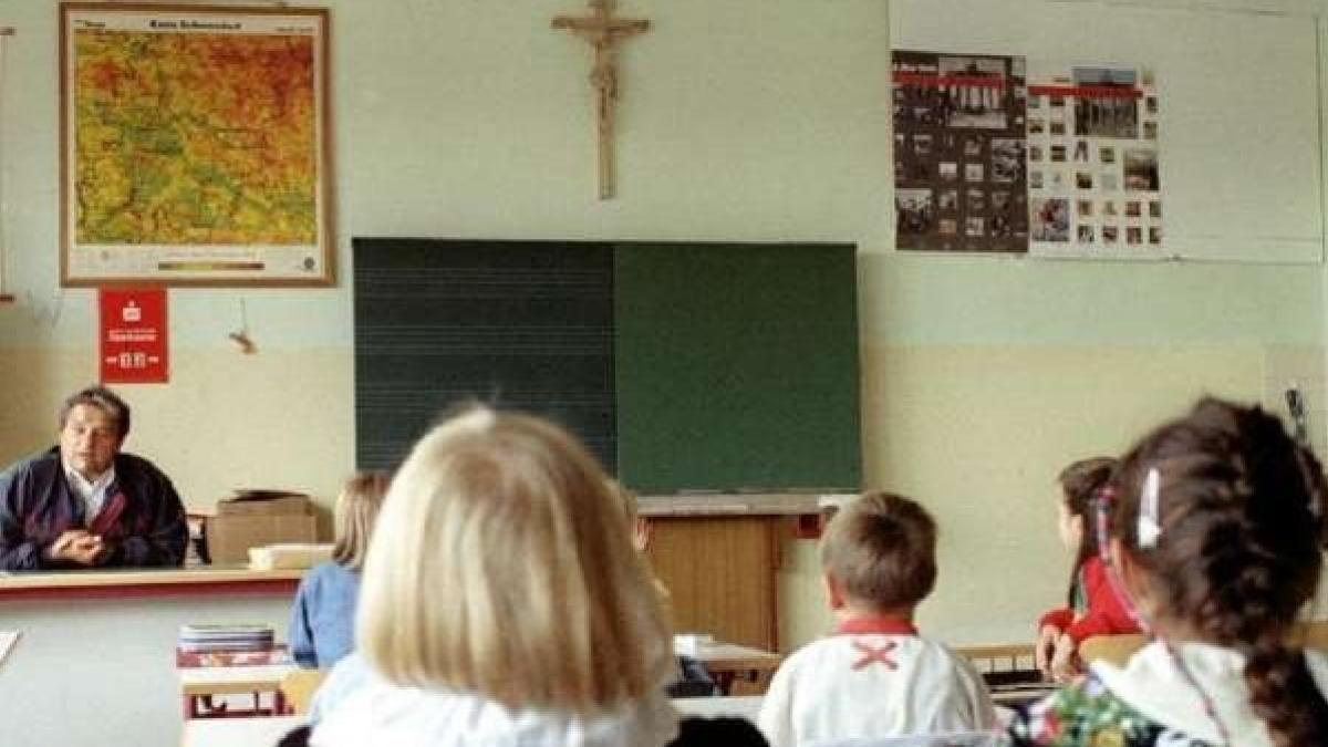 El Tribunal Europeo rectifica a favor de Italia y permite los crucifijos en  aulas públicas