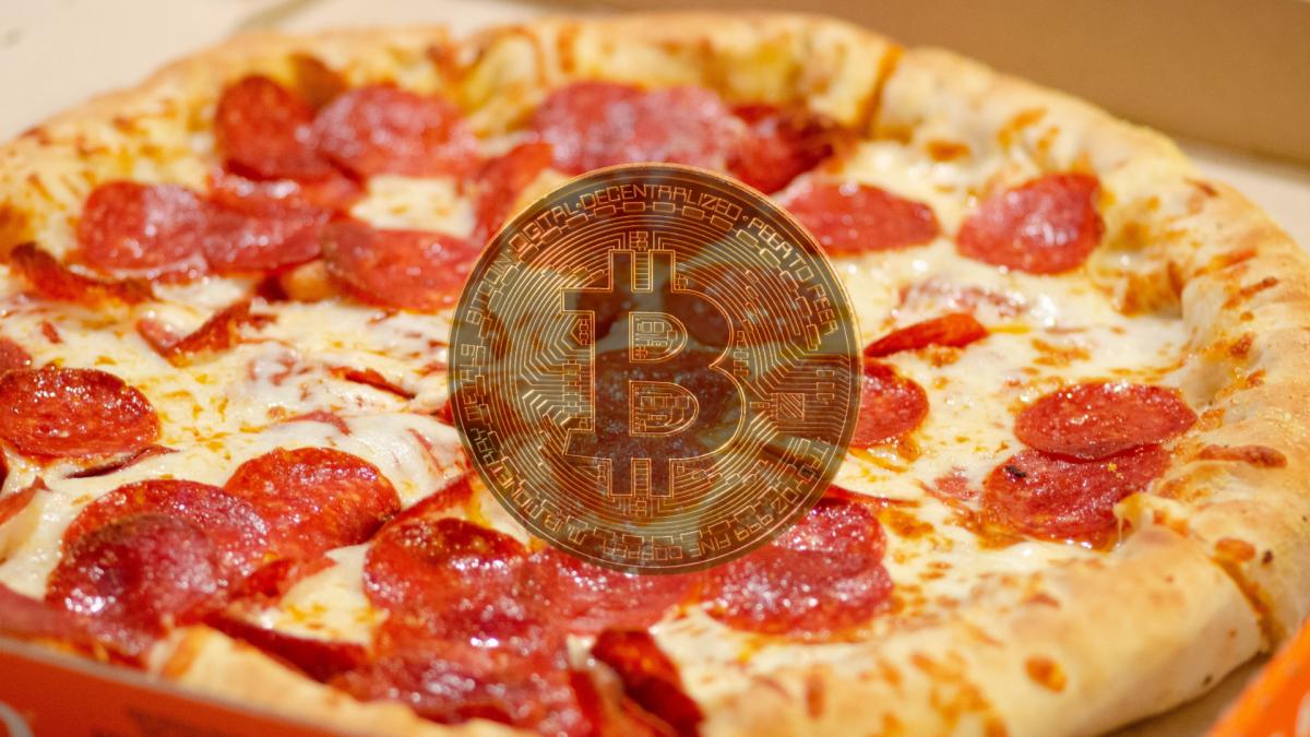el folosește 25000 de bitcoin pentru a schimba o pizza