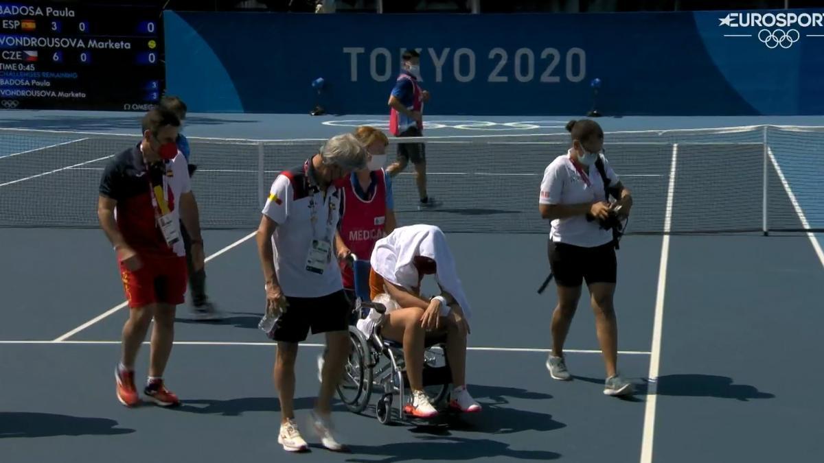 Paula Badosa abandona los Juegos Olímpicos en silla de ruedas por un golpe  de calor