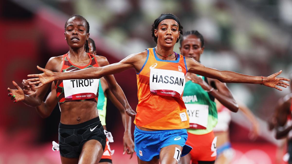 Sifan Hassan gana los 1,500 metros tras caerse al inicio de la carrera, peleará por tres medallas en Tokio 2020