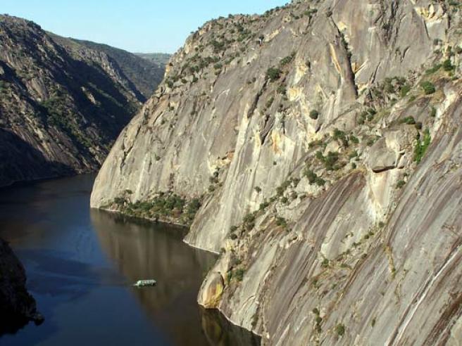 Vista del Duero navegable en Las Arribes.