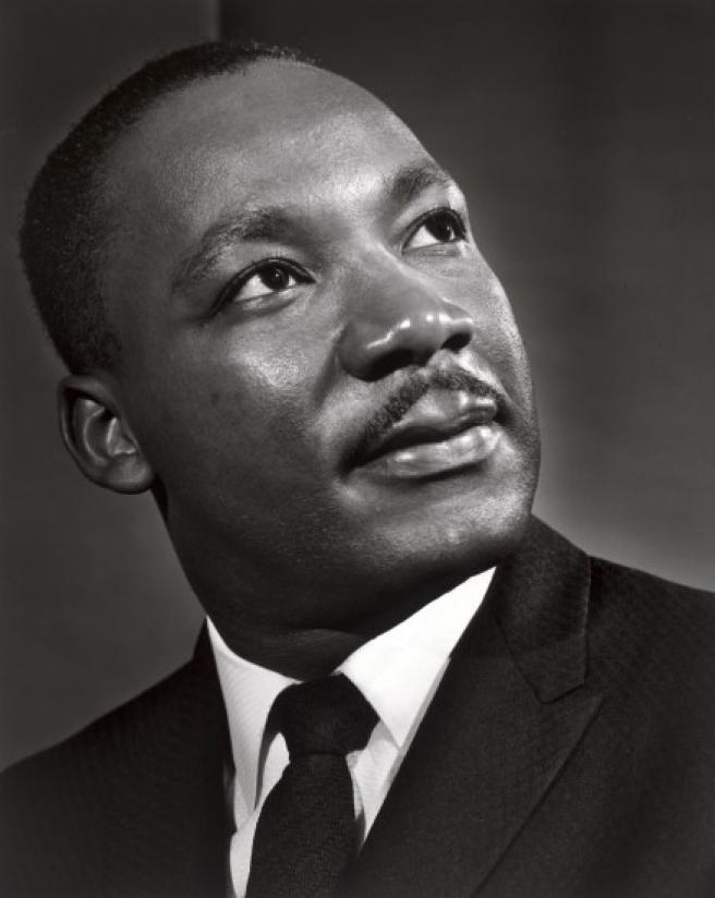 El retrato de King realizado en 1962 por Yousuf Karsh no es de estudio: el activista no tenía tiempo y tuvieron que hacerlo en una esquina de la iglesia de Atlanta donde predicaba