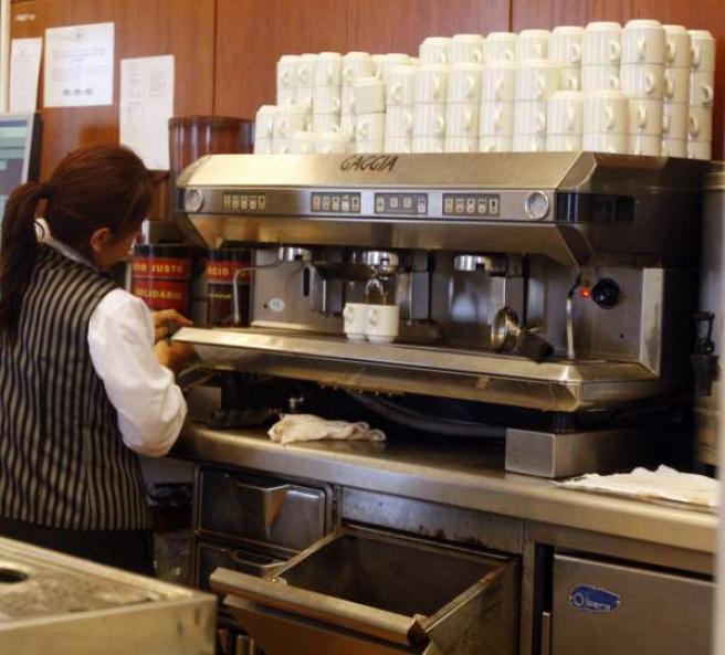 cafetería, camarero, mujer trabajadora, ipc, empleo, paro