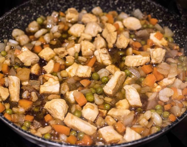 Arroz frito con gambas y pollo