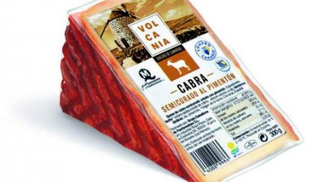 Volcania es un queso de cabra al pimentón, elaborado en Fuerteventura.