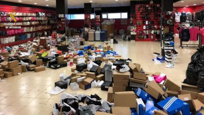 Eventos.- Más de 2.000 productos falsificados son incautados en una tienda de La Jonq