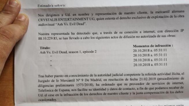 Carta recibida por un usuarios de Twitter en la que le reclaman dinero por compartir vía P2P la serie 'Ash vs. Evil Dead'.