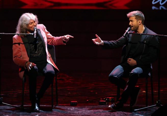 El cantaor José Mercé y el cantante y compositor Pablo Alborán, durante la entrega de los primeros Premios Odeón, en el Teatro Real de Madrid.