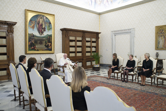 Imagen de la recepción del papa a Pedro Sánchez y Begoña Gómez.