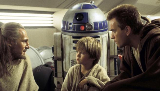 Liam Neeson, Jake Lloyd y Ewan McGregor en 'La amenaza fantasma'