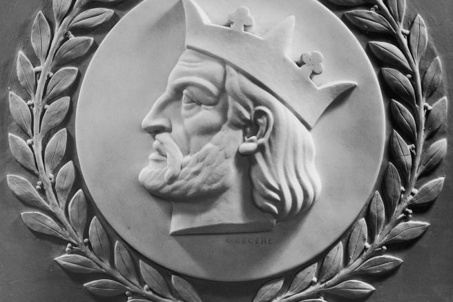 Relieve de Alfonso X en El Capitolio