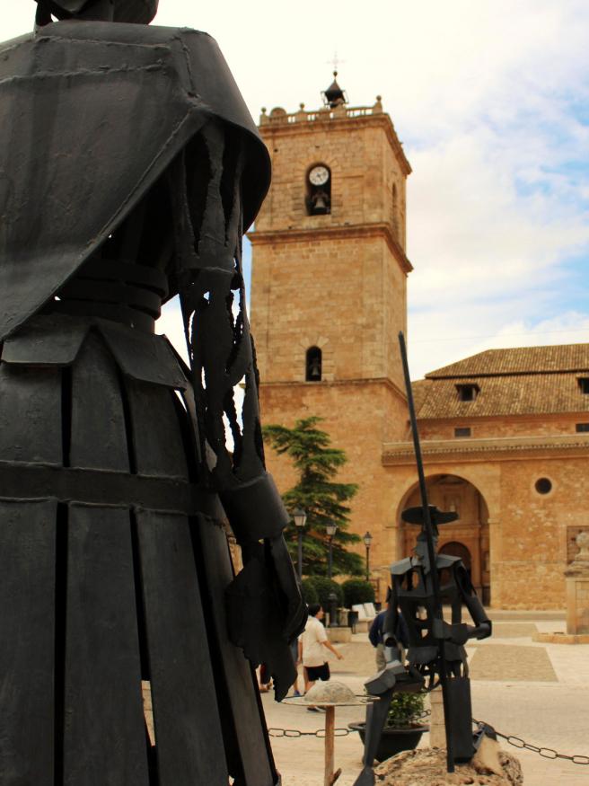 Estatuas de Dulcinea y Don Quijote en El Toboso.
