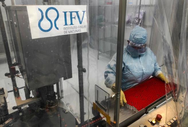 Cuba ha incrementado la producción y ya ha fabricado unas 150.000 dosis para la inoculación de la vacuna Soberana 02.