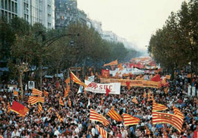 Manifestación en Barcelona el 11 de septiembre de 1977, para la recuperación de un estatuto de autonomía