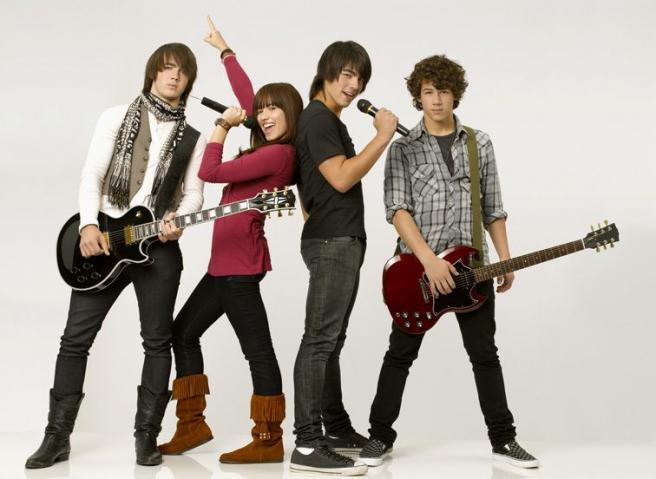 Demi Lovato y los Jonas Brothers en 'Camp Rock'