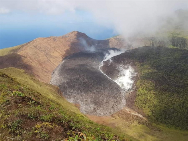 Gas and liquid effusions in the La Soufrière volcano, in Saint Vincent and the Grenadines.