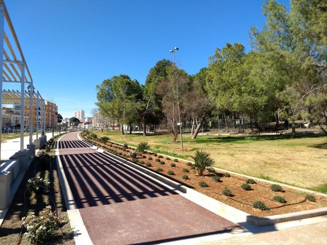 Una de las propuestas pasa por ejes verdes como el que conforma el parque lineal de Benimàmet.