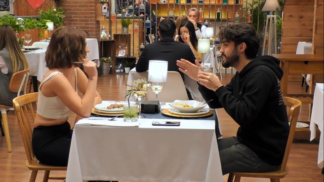 """Andrea y Carlos, en """"Primeras citas""""."""