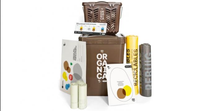 Bolsas y contenedores para la recogida de residuos puerta a puerta en Barcelona