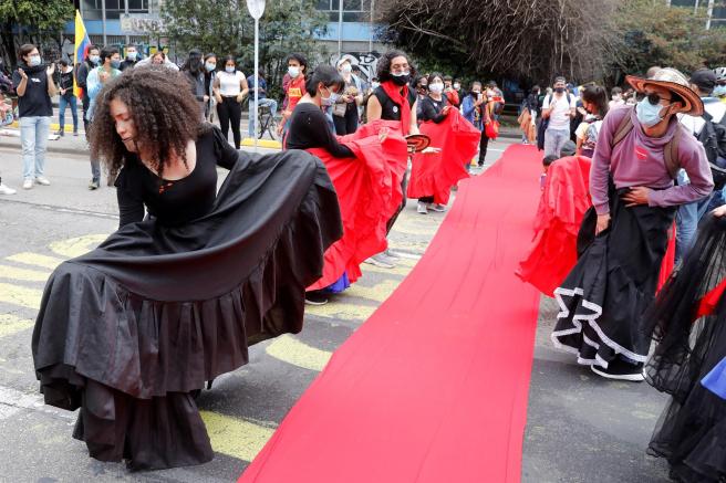 Bailes en el Parque Nacional Bogotá, durante una manifestación contra la violencia policial en Colombia.
