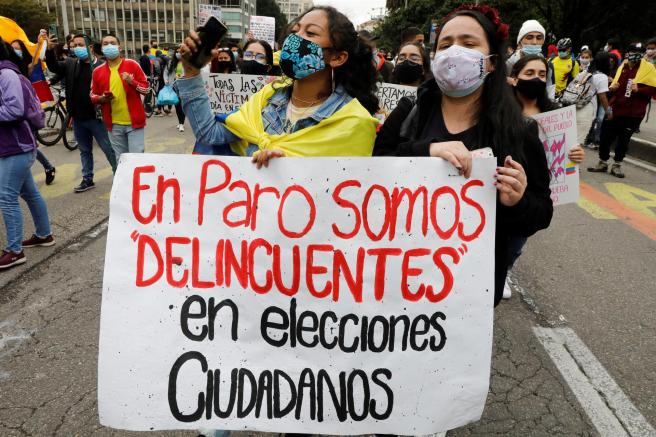 Manifestación en Bogotá contra el gobierno colombiano de Iván Duque y violencia policial.