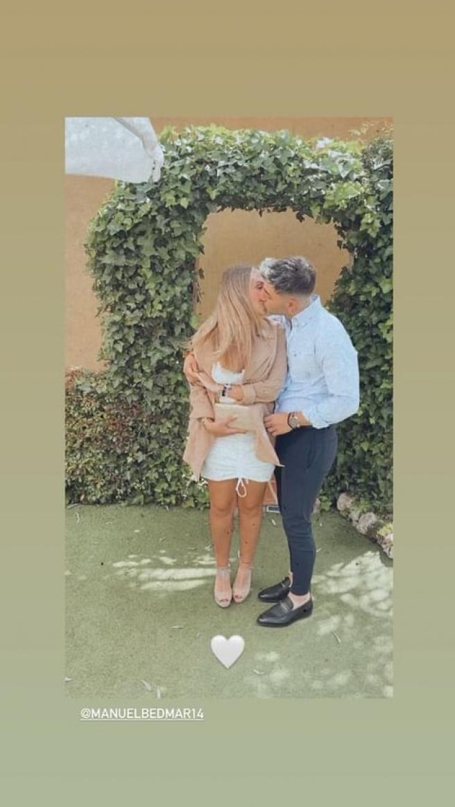 Rocío Flores comparte un beso en Instagram con su novio, Manuel Bedmar.
