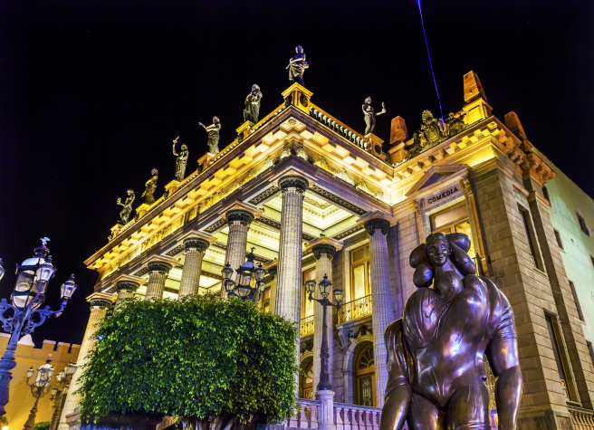 Nocturnal postcard of the Juátrez Theater, one of the main monuments of the Guanajuato capital.