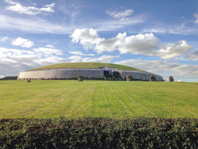 Imagen del conjunto de Newgrange, cerca de Dublín, Irlanda.