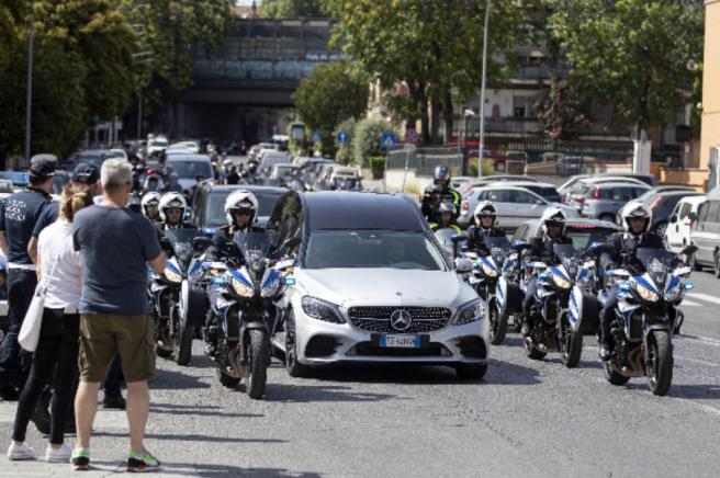 Italia inicia la despedida de tres días de Raffaella Carrà.