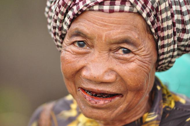 Mujer indígena en Camboya.