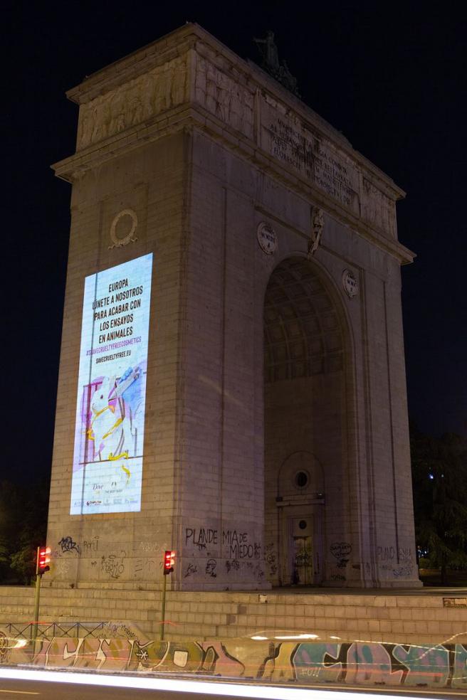Campaña para frenar el testado de cosméticos en animales en Madrid.