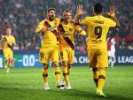 Messi, Suárez y Arthur celebran un gol del Barça al Slavia.