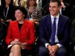 La ministra portavoz, Isabel Celaá, y el presidente en funciones, Pedro Sánchez.