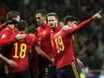 España celebra uno de los goles ante Rumanía