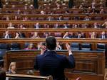 El presidente del Gobierno en funciones, Pedro Sánchez, durante su intervención desde su escaño en el turno de réplica al Grupo Mixto del Congreso, en la segunda sesión del debate de investidura a 5 de enero de 2020.