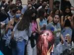 Concentración para evitar el desahucio de Teresa, este martes en el Poblenou (Barcelona).