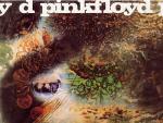 'A Saucerful of Secrets' (1968) es el único álbum en el que se dan cita los cinco integrantes de Pink Floyd y muestra el proceso de transición en el que estaba inmersa la banda: David Gilmour, recién llegado, colaboró en la edición junto al resto del grupo del tema que da nombre al disco. El estado mental de Barrett empeoró durante las sesiones de grabación y tuvo que abandonar Pink Floyd antes de acabar este segundo disco; hecho en su mayoría, por otro lado, con material anterior.  Temas destacados: Let There Be More Light, Set The Controls For The Heart Of The Sun, A Saucerful of Secrets, Jugband Blues... Producción: Norman Smith (salvo A Saucerful of Secrets: Pink Floyd). / J.M.M. (Vota por él aquí)