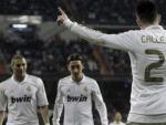 Callejón, Ozil y Benzemá, en la celebración de un gol con el Real Madrid.