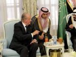 Foto cedida por la Casa Real española del rey de España, Juan Carlos I, de su viaje este lunes a la ciudad saudí de Taif para expresar su pésame al rey de Arabia Saudí Abdalá bin Abdelaziz.