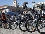 Bicicletas ancladas en la estación de BiciMad de la Puerta del Sol, la más utilizada por los usuarios.