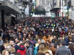 Fotografía de la calle Preciados, una de las principales arterias comerciales del centro de Madrid, repleta de gente.