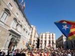 Cientos de personas se manifiestan en el centro de Barcelona contra el 155 y por la independencia de Cataluña.